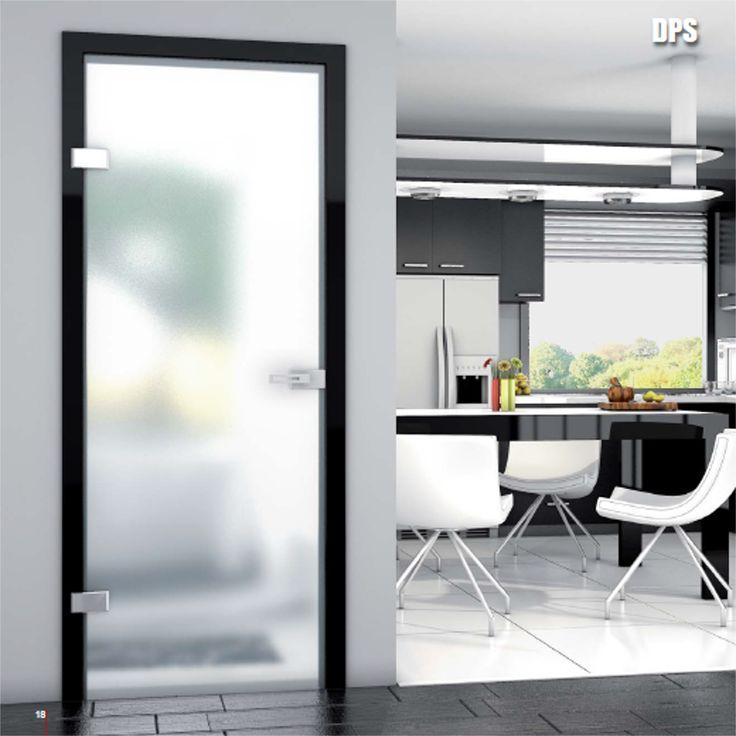 Drzwi wewnętrzne Umberto Cobeli model DPS wykonane ze szkła hartowanego o różnym stopniu przejrzystości.