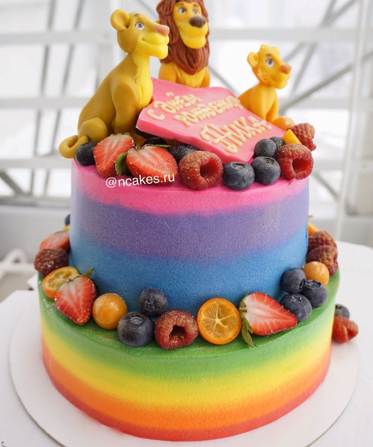 """Добавим ярких летних красок в серые зимне-осенне-весенние деньки! Яркий и веселый тортик на день рождения девочки Ники, которая очень любит мультик """"Король Лев"""", что понятно по сахарным фигуркам, украшающим торт! Верхний ярус сметанно-медовый, нижний - три шоколада, идеальный сладкий дуэт. Автор instagram.com/ncakes.ru"""