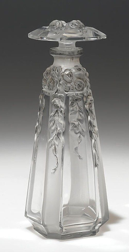 """1913 perfume bottle """"Vashti"""", designed by Daillet for Gueldy in clear glass with flowers:"""