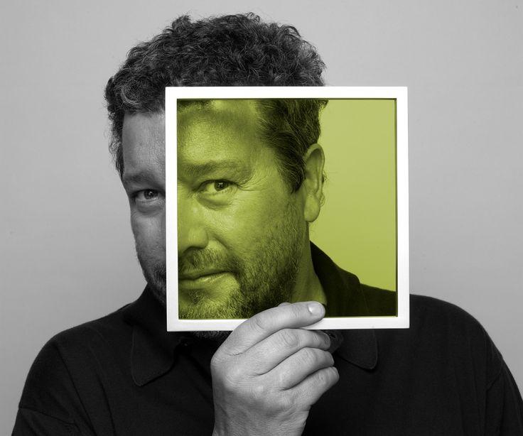 Hoy cumple 65 años el arquitecto y diseñador francés Philippe Starck: «Mi idea es llevar la felicidad, el respeto, la imaginación, la poesía, el surrealismo y la magia (el diseño). Tenemos que sustituir la belleza, que es un concepto cultural, por el bienestar [goodness], que es un concepto humanista». http://www.starck.com/en/ http://www.veniracuento.com/