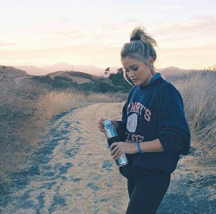 Olivia Holt 👑🌸🍃