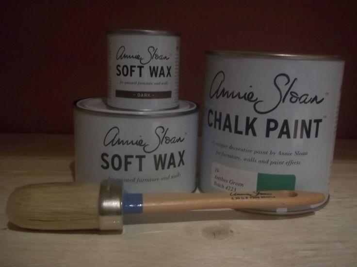 Annie Sloan pakket 2 Antibes Green bestaat uit één liter Antibes Green één Clear (Soft) Wax 500 ml en ''eén Dark wax van 120 ml en een geweldige nummer 8 kwast van Annie Sloan.