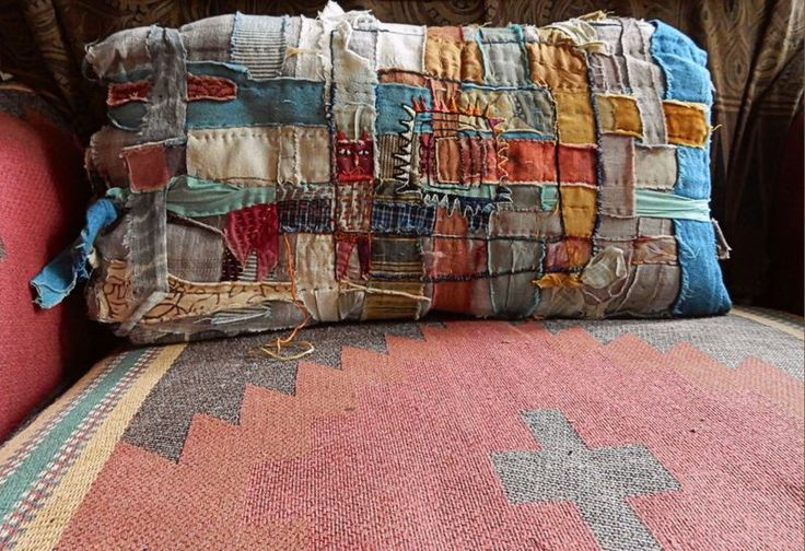 Pillow made with cloth-weaving technique - Jude Hill