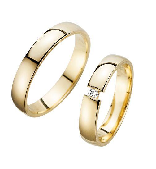 Trauringe Eheringe Gold Gelbgold - HR200Moderne und top aktuelle Trauringe-Eheringe aus echtem Gold wahlweise in den Legierungen 333, 585 oder 750. Wahlweise mit oder ohne Gravur und immer mit kostenlosem und stilistischem Trauring Etui. Zusätzlich erhalten Sie außerdem noch ein Qualitäts-Zertifikat zu den Ringen mit dazu. Ihre Paarringe HR200 sind innerhalb weniger Manufaktur Tage für Sie versandbereit.Detaillierte Eigenschaften der Ringe: