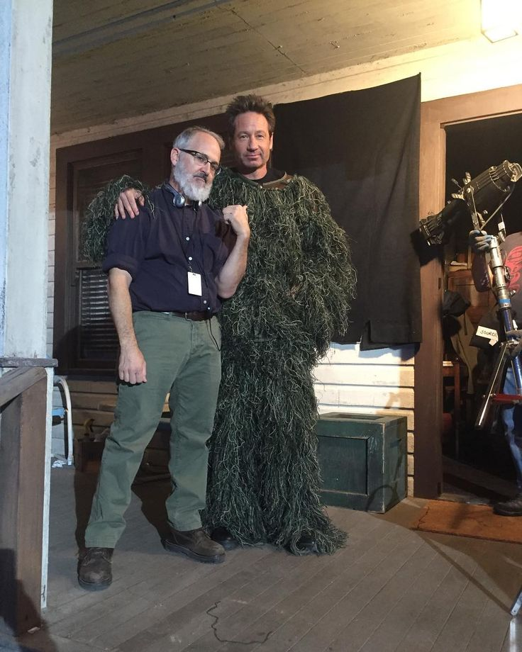 This is very breathable.... On set of @thexfilesfox with Darin Morgan!