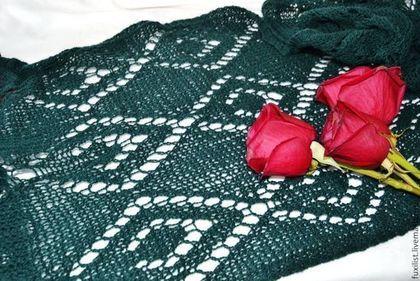 Снижена цена на шарф из итальянской шерсти! 999 руб + доставка 200руб.Темно-зеленый вязаный шарф из итальянской шерсти спицами. Handmade.