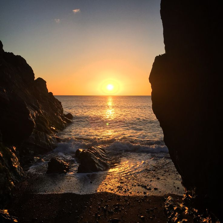 Sunny Saturday morning - wahoo! Sunrise from Ladies cove Greystones @ 5am - hope you've a lovely day!