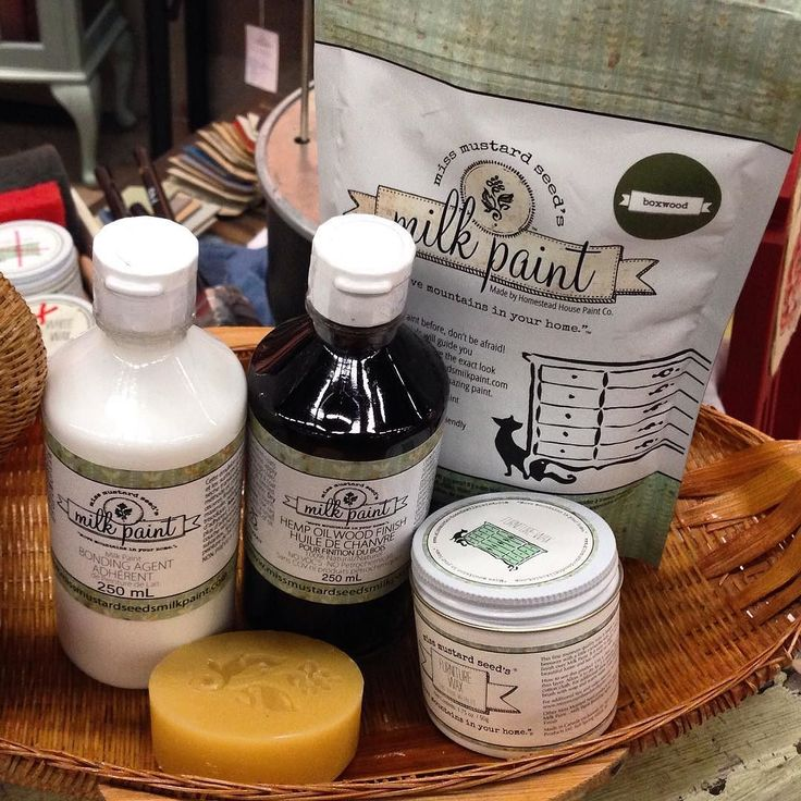 För er dom vill testa Milk Paint! Köp ett kit innehållande valfri kulör- 1 Bondig Agent ( så du kan måla lackade ytor UTAN att slipa) 1 hempoil eller 1 Möbelvax för att avsluta med och skydda färgen. Och vill ni skapa lager på lager effekter så väljer ni även en vaxpuck ( dra med vaxpucken mellan dom olika färglagren) Allt finns hos http://ift.tt/1xzEL5W…