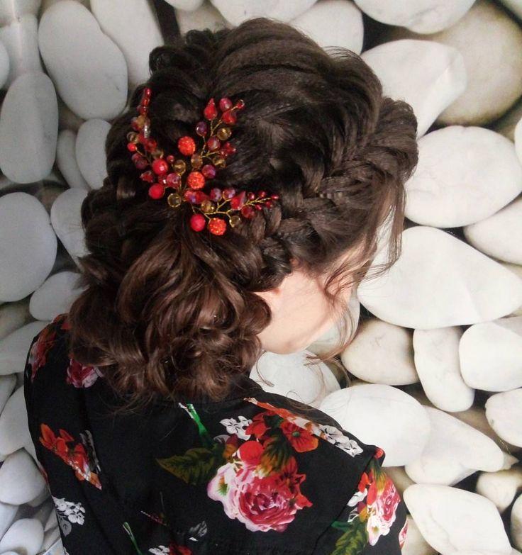 Прическа на основе плетений для Сони. Сделали крепкий пучок из кос с вечера - на след.день. Это красивое украшение и ещё  много других В НАЛИЧИИ. Успейте порадовать себя любимых , пока есть хороший выбор) фото , цены - в личку. #невеста #bridesmaids #греческийхвост #пучок #volumehair #girl #kosavipklassa #tutorial #свадебнаяприческа #блондинка #byolgashinkarenko #updo #обучениеприческам  #loosecurls #прическивзапорожье #bridalstyle #косызапорожье #bun #braid #объемныелоконы #hairstyles…