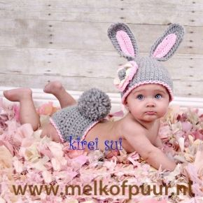 Newborn setje - gehaakt grijs roze konijn pakje voor een fotoshoot (0-6m)