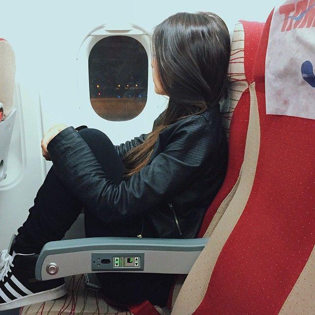 {5:10am} • Cheguei de viagem hoje de manhã e olha quem já tá no aeroporto de novo ✈️ // Qual será o próximo destino? Hmmmmmm