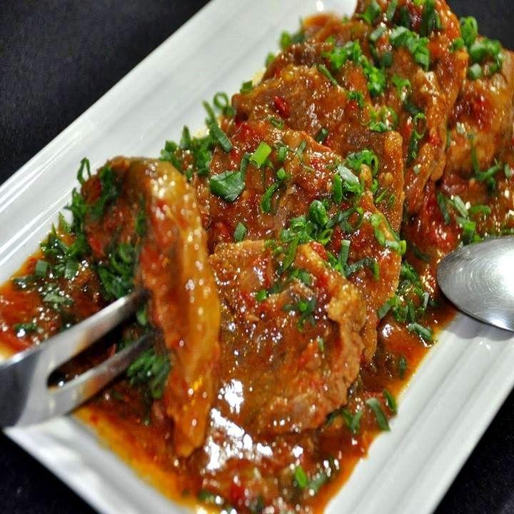 Lagarto na Pressão com Molho de Tomate - http://www.receitasbrasileiraseportuguesas.com/lagarto-na-pressao-com-molho-de-tomate/