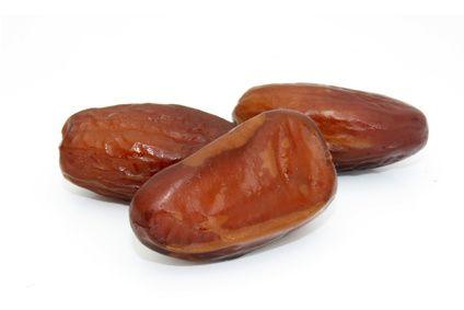 Nos dattes Deglet Nour sont issues de l'agriculture biologique. Elles sont entières avec noyau, à l'état naturel.
