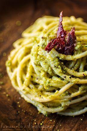 Spaghettoni al pesto di zucchine e pistacchi con lo speck. Sounds good! Spaghettoni with courgettes pesto, pistachios and speck( smoked ham)