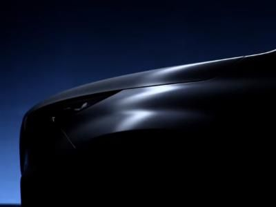 Mercedes-Benz Reveals Pickup Via A Teaser Video - Looks Insanely Sportier    Mercedes-Benz has announced to fully reveal its new pickup on October 25 2016 in Stockholm. The German auto manufacturer has released a teaser trailer revealing few highlights of the upcoming pickup.  Source:www.drivespark.com  Mercedes-Benz Reveals Pickup Via A Teaser Video - Looks Insanely Sportier  The bed being the mainstay of a pickup though has not been revealed by Mercedes; however there are significant…