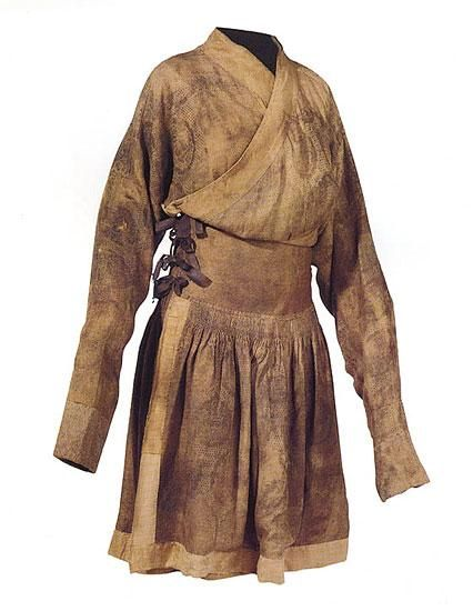 Xdressa.jpg - A Yuan Dynasty 13th century Mongol coat, found in China, a Yi-Sa. From http://willofyre.jalbum.net/Middle%20Eastern%20Garb%20Gallery/Mongol%20Extant%20Garments/slides/Xdressa.html