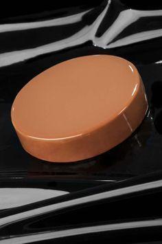 per la glassa morbida al caramello e cioccolato: acqua g 150 zucchero g 300 glucosio g 300 latte condensato zuccherato g 200 gelatina g 24 acqua g 120 cioccolato al latte 40% g 300