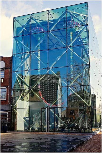 TextielMuseum Het TextielMuseum is een museum in bedrijf. Het brengt inspirerende tentoonstellingen op het gebied van design, kunst en erfgoed en biedt educatieve programma's in een voormalige textielfabriek. www.textielmuseum.nl