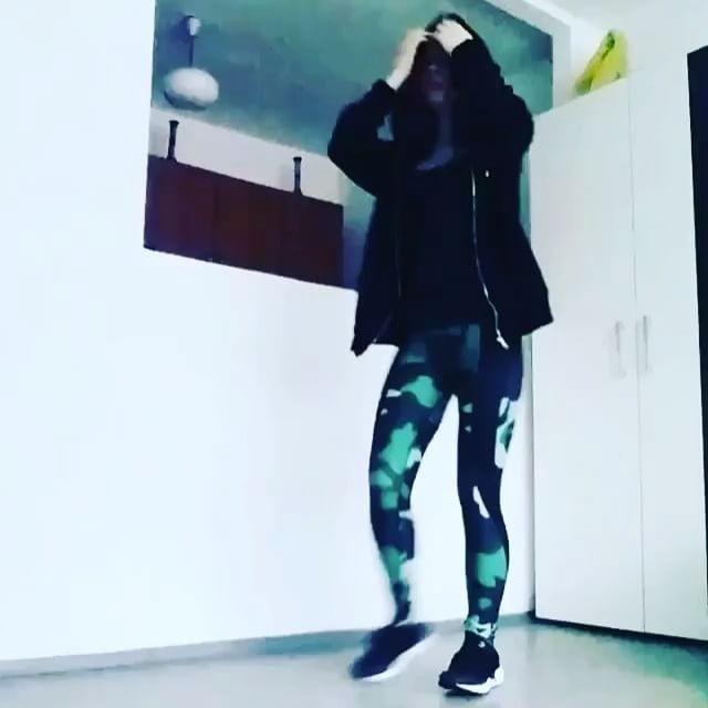 W taneczno treningowym nastroju nasza zjawiskowa #gothicpharmgirl @ariellkaaa 😍😍 w legginsach z nowej kolekcji Camo Green 💚Model ten dostępny rownież w innej kolorystyce 💙💜😉😁 Zapraszamy na naszą stronę 👉www.gothicpharm.com  #gothicpharm #shuffle #shuffledance #shufflegirls #shufflemusic #shufflestyles #shufflegirl #shufflebos #shuffles #shufflesquad #shufflelove #dance #fitnessmotivation #trening #treningowo #leggins #legginsy #fitness #shredded #shreddedlife #shuffleboard…