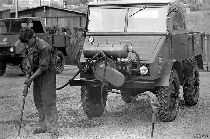 Universally deployable Unimog 1950.
