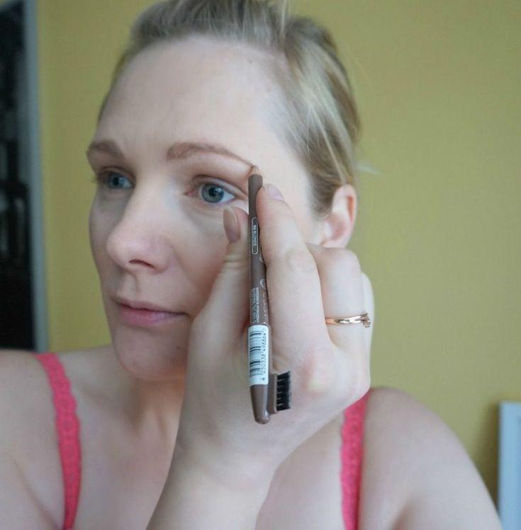 Essence Eyebrow Designer – 04 Blonde & simple makeup look