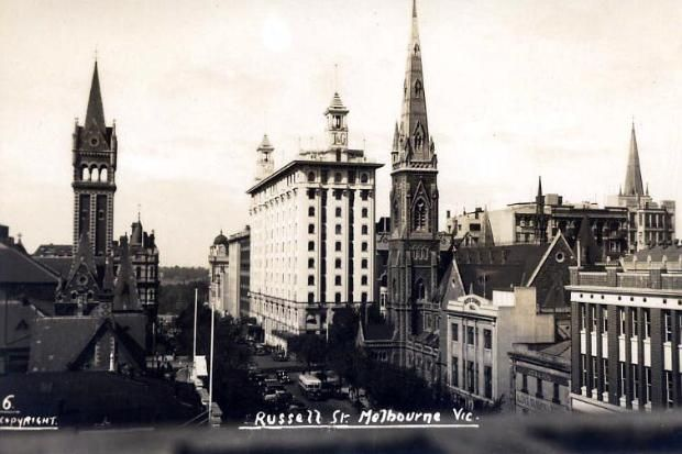 Russell Street, Melbourne. To see all our old postcards of Australia, visit http://oldstratforduponavon.com/australia.html