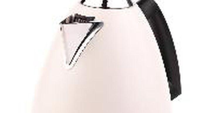 La historia de los hervidores eléctricos. La vasija con forma de hervidor más antigua conocida hervidor fue encontrada en Mesopotamia y data de entre 3500 y 2000 aC. Está hecha de bronce y tiene un pico decorado. Sin embargo, aparte de su forma similar, los expertos no creen que comparta las funciones similares con el hervidor de agua que se ha desarrollado en los últimos 200 años.