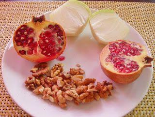 Zielona Chrupalnia : sos orzechowy z owocem granatu (Persja)