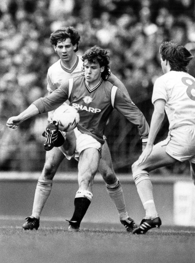 Liverpool v Manchester United, FA Cup Semi Final match at Goodison Park, 13th April 1985. Mark Hughes in action.