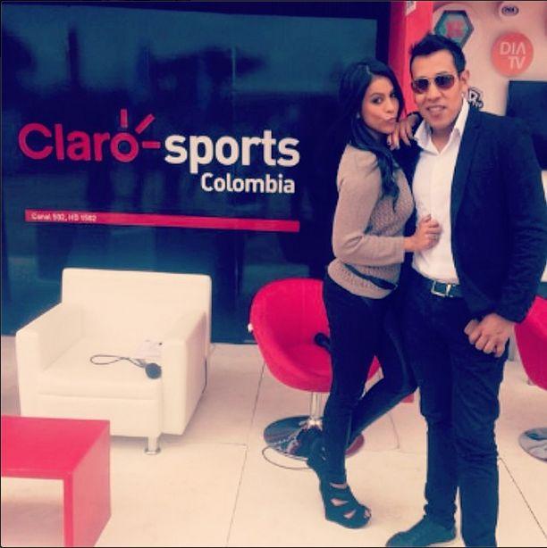 Felices con nuestro nuevo canal #ClaroSportsColombia en directo desde el #WTAcolsanitas con mi amigo que adoro @camiloporrast ✌️ @sylvia zuloaga