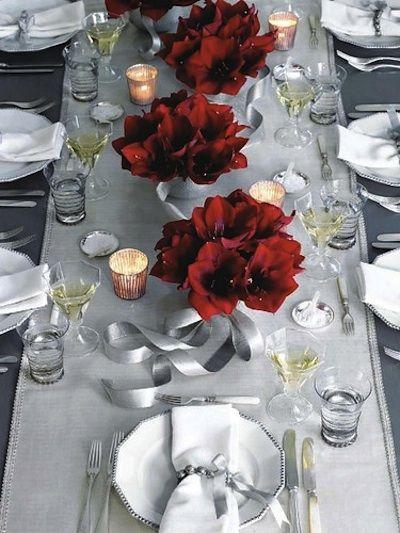 Table gris banc rouge pour Noel chic et raffiné