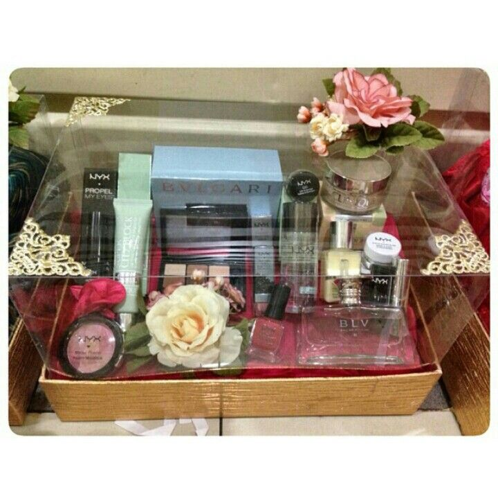 Seserahan makeup with acrylic box in gold