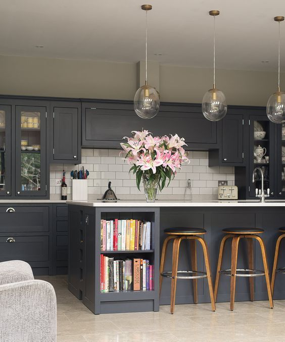 Stunning matt black for your kitchen: Add colourful books, flowers and glass lighting for cozy look.