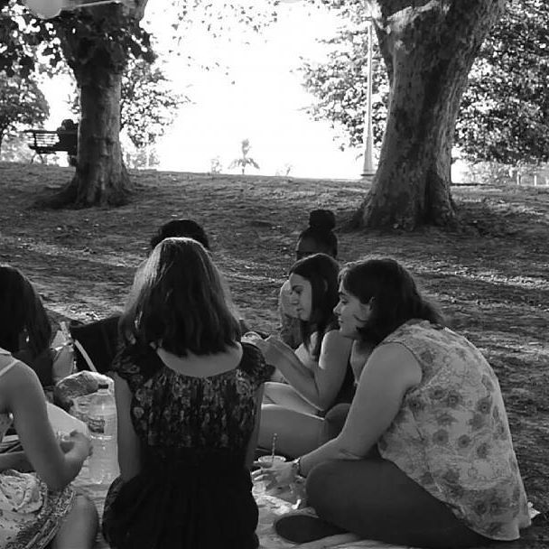 """Sometimes I wish that I can freeze the picture and save it for the funny tricks of time."" Welcome November! #november #welcome #ABBA #mammamia #sleepingthroughmyfingers #music #friends #youtube #friendship #amigas #throwback #youtuber #blackandwhite #nature #naturaleza #park #parque #chicas"