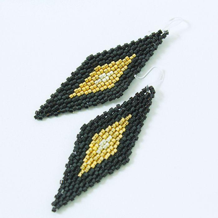 ピアス(diamond・ブラック×ゴールド)  ひし形のビーズピアス。  エスニックスタイルにもおすすめ。  サイズ:縦5.5cm×横2cm