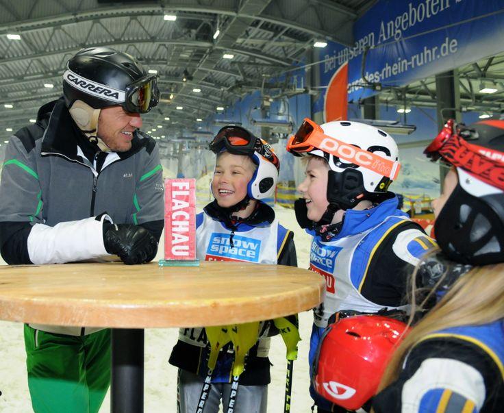 Tipps und Tricks vom Herminator beim Renntraining für Kids aus deutschen Skiclubs in der Jever Fun Skihalle Neuss am 16.11.2013 #hermann_maier #flachau