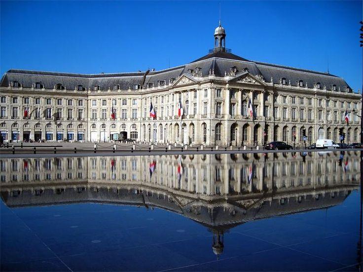 Биржевая площадь. Франция, Бордо.(Place de la Bourse). Биржевая площадь – пышный архитектурный ансамбль 18 века – находится в километре к северо-востоку от кафедрального собора и примыкает к одноиме...