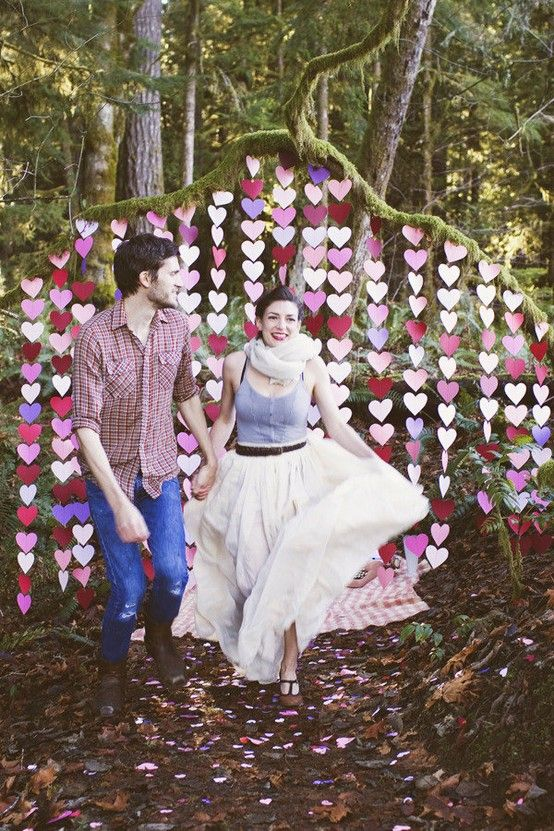 Another clever #weddingbackdrop idea, here they have used coloured hearts but you can use any colour. We love them hanging from the tree! Wedding backdrops ideas - Weddinary.com