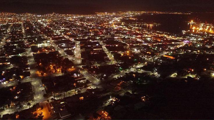 #Ensenada de #noche  #Ens #Baja #BC #Mexico #MX #Night #Light #Live #Enjoy #Goodvibes  Aventura por Cesar Quirarte