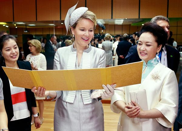 Queen Mathilde and Peng Liyuan visit the Qiyin Experimental Primary School 24/06/2015