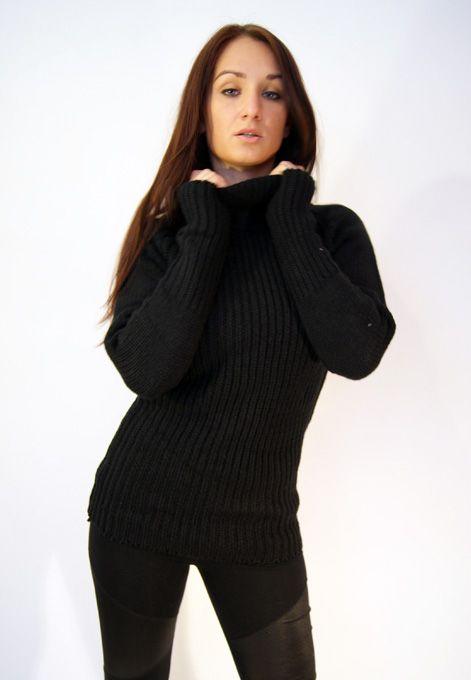 Černý rolakový svetr