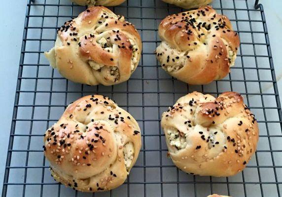 turkse-fetakaas-broodjes-gevlochten-recept-3