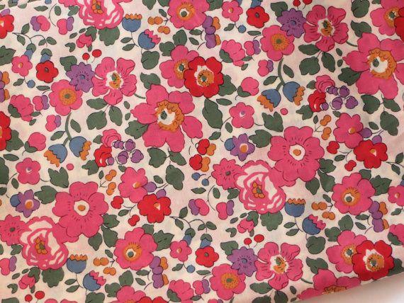 Liberty fabric Betsy J Floral Fabric Tessuti Tana Lawn Tissu Fleurs telas Dressmaking Patchwork Sewing by FitaDeVies