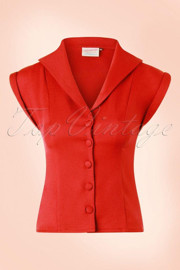 Op zoek naar een mooie basic blouse voor al je retro outfits? Dan is deze 50s Dream Master Short Sleeve Blouse de ''perfect match'' ;-) Uitgevoerd in een soepel, licht stretchy oranje/rood stofje voor een perfecte pasvorm. Prachtig te combineren met een van onze high waist broeken of met een swing rok voor de ultieme fifties look!  V-halslijn Speels kraagje Korte mouwtjes met omslagjes Reeks stoffen knopen