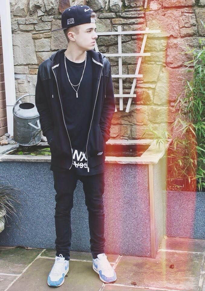 I love Jake Mitchell and he is my favorite you tuber!!!