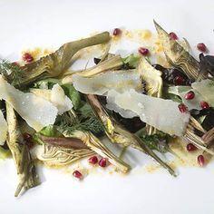 Insalata di carciofi cotti e crudi alla vaniglia, olio al mandarino e veli di Grana Padano