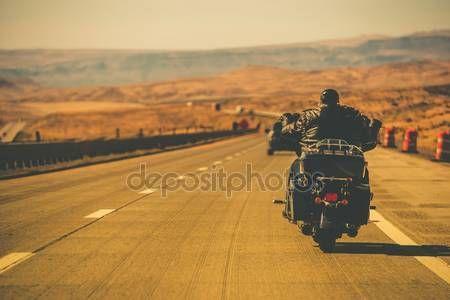 Baixar - Biker moto de equitação — Imagem de Stock #54770905