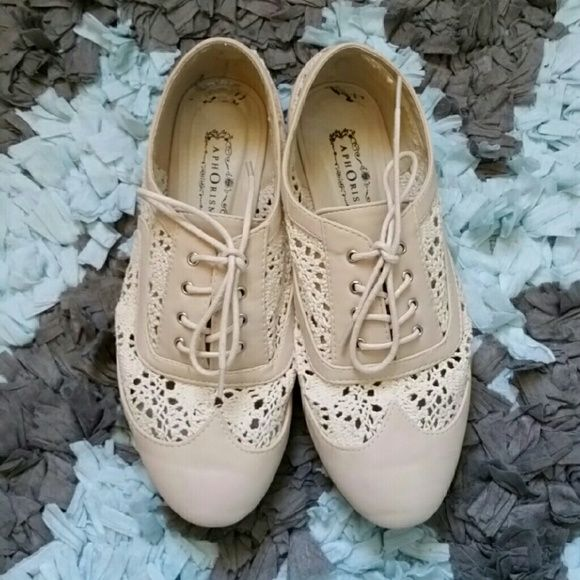 Sale! Neutral Lace Oxford Shoes in Great Condition Worn a couple of times! These poor shoes are so neglected and are in need of a new home! The first picture shoes a little bit of wear on the inside sole of the shoes but it's hardly an issue! Pretty lace and very comfy :) Shoes Flats & Loafers