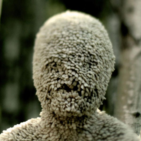 Channel Zero-Candle Cove centers on one man's obsessive recollections of a mysterious children's television program from the 1980s, and his ever-growing suspicions about the role it might have played in a series of nightmarish and deadly events from his childhood.