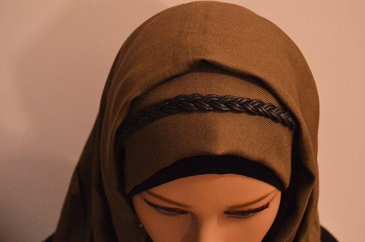 Démarquez-vous avec ces jolies serre-tête et boostez votre look sans limites . cette serre-tête va sublimer votre hidjab et donnera une touche féminine à une tenue plus décontractée. , il suffit simplement de les glisser sur votre hidjab.